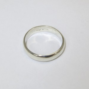 9 ct white gold wedding ring