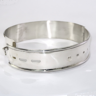 Silver dog collar hallmark side