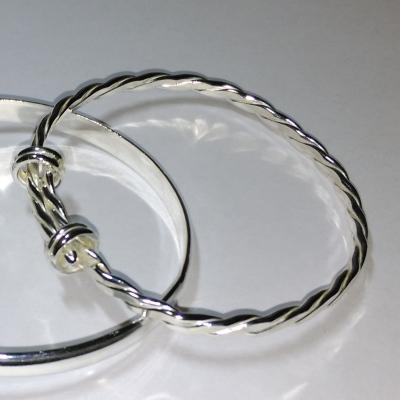 Expanding silver bracelet