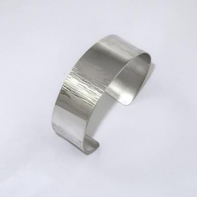 Bark effect silver bracelet